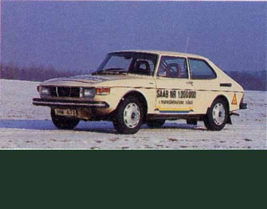 Tretton år senare 1976 står en ensam SAAB 99EMS ute i kylan och talar om att den är den miljonte Saaben