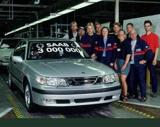 Ett nytt team bilarbetare vid den tre miljonte Saaben 1998