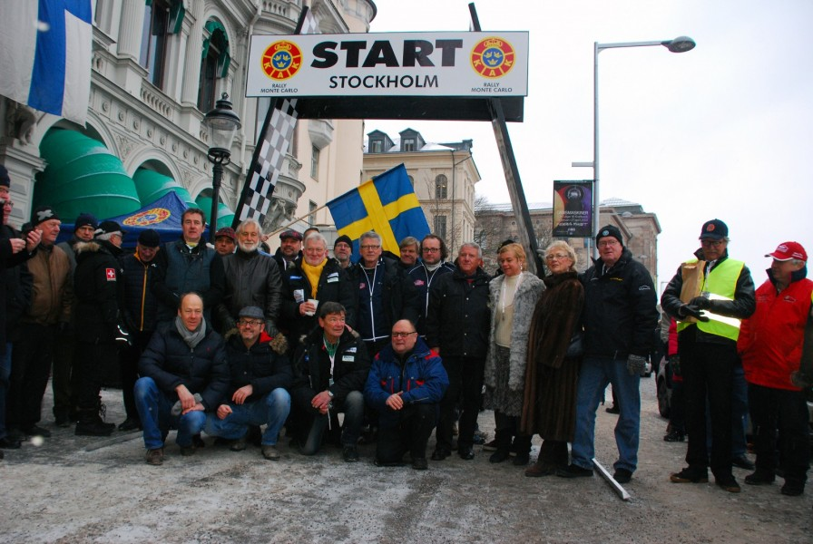 Tio bilar startade från Stockholm. Här är alla förare och co-drivers tillsammans med Ewy Rosqwist och Björn Waldegård.