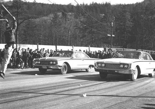 Och ett matchrace mellan två nya Ford från 1960.