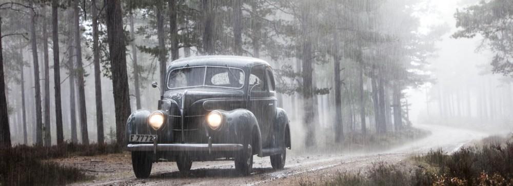 Ford V8 i regn och sol