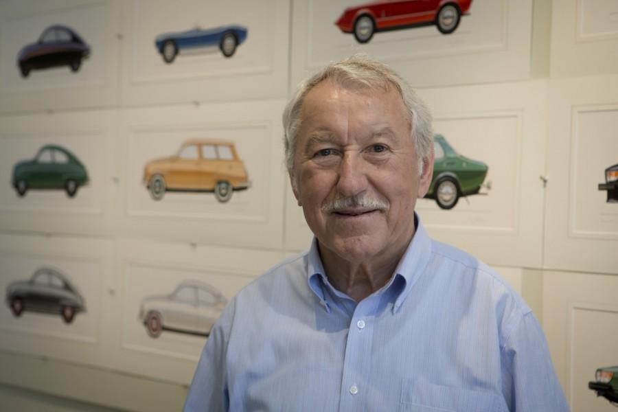 Rony Lutz ritade Saabar större delen av sitt yrkesliv. Nu ägnar han sig åt egna konstprojekt. Missa inte utställningen i Nyköping!