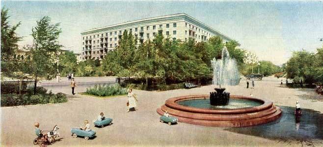 Mer trampbilar på vift, bilden är från Volgograd 1965, staden som tidigare var känd som Stalingrad.