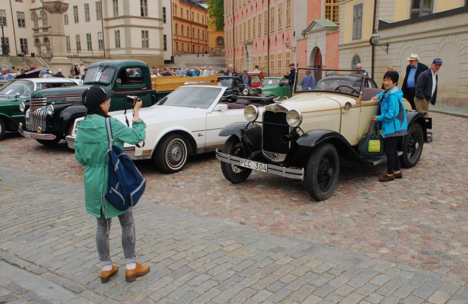 Flera busslaster med kinesiska turister fick en oväntad turistattraktion att fotografera på Riddarholmen.