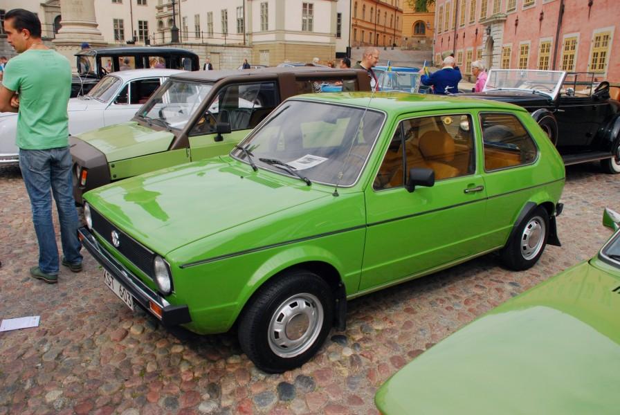 Fantastiskt fin VW Golf från 1980. I Bakgrunden syns Klassikers tidigare webredaktör Joakim Dyredand med sin spännande Renault Rodeo 5.