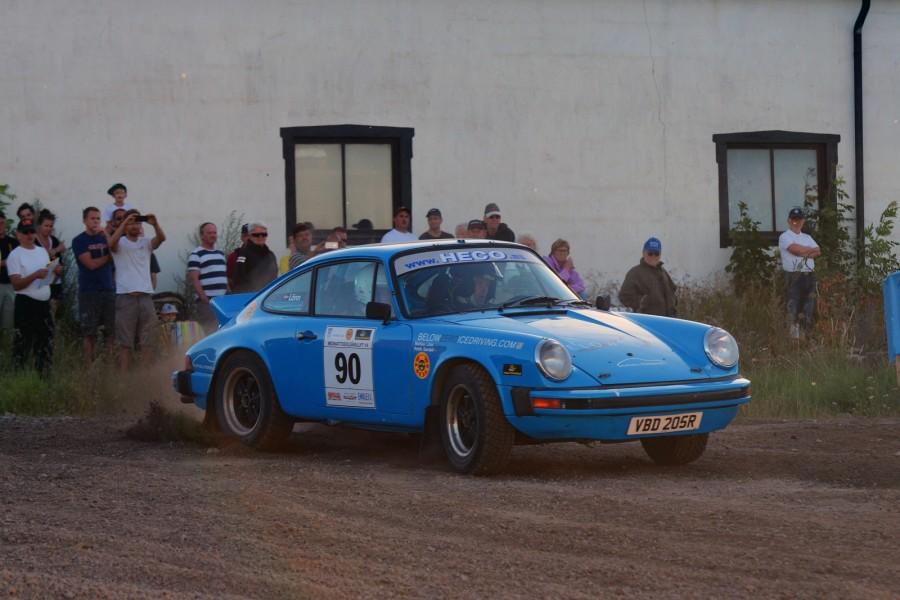 Patrik Sandell och Mattias Lönn rattade Porschen till seger i Midnattssolsrallyt  2014.