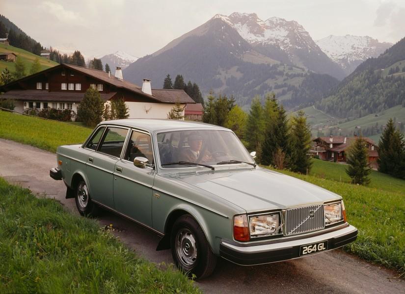 Lite efter produktionsstarten av 240-serien började 264-modellen att tillverkas. I oktober 1974 kom produktionen igång.