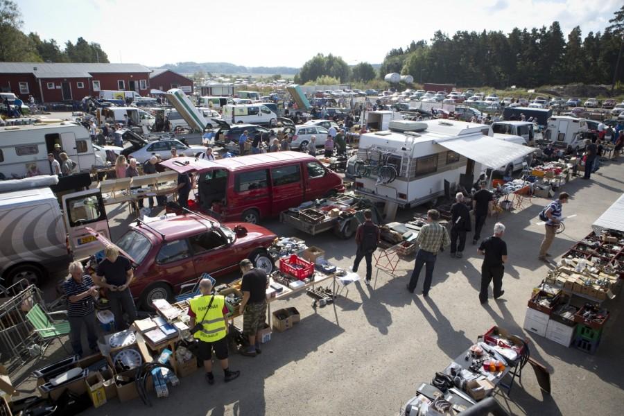 Litet och stort på samma gång. Utbudet av Saabdelar på vanliga bilmarknader är numera snudd på noll. Bra att Östgöta Saabklubb anordnar världens största Saabmarknad. Tack!