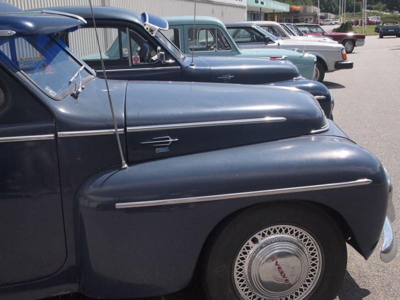 Mellan Jämshög och Olofström hittade Per oväntat ett museum och en rad klassiska Volvobilar som stod utanför.
