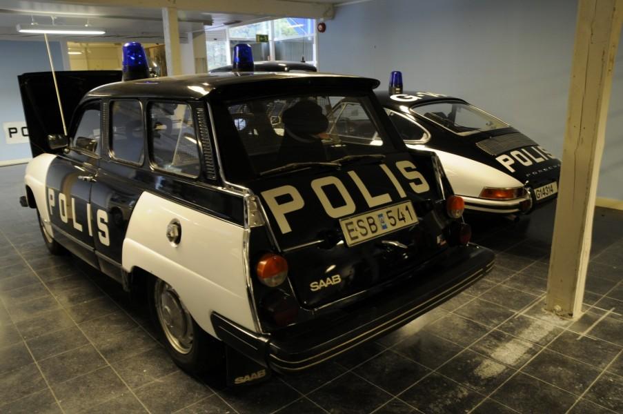 Tvådörrars polisbilar är rena museiföremål!