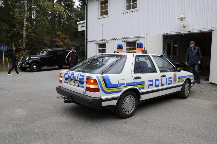 Här är polisen som mitt i flytten står!