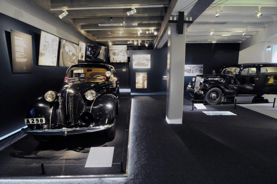 Polismuseets Volvo PV56 1939 och Packard 1701 A 1939 förlängd av Nordbergs karosserifabrik.