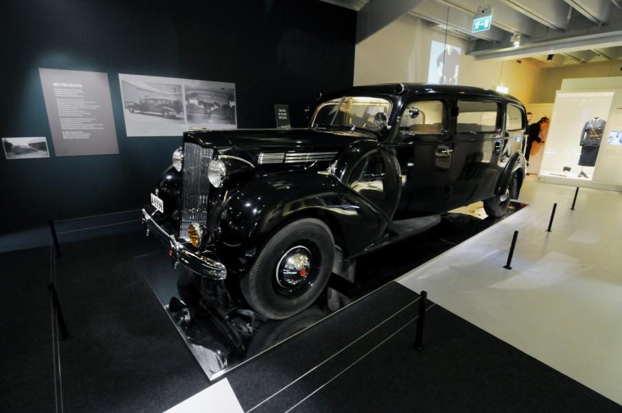 Egentligen är det många bilar som kallats Svarta Maja, men allt mer är det just Polismuseets Packard som är den Svarta Majan.