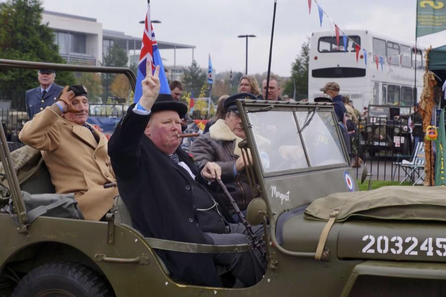 I en Jeep MB anlände två celebriteter – Sir Winston Churchill och i baksätet Field Marshal Montgomery – Monty, segraren vid El Alamein.