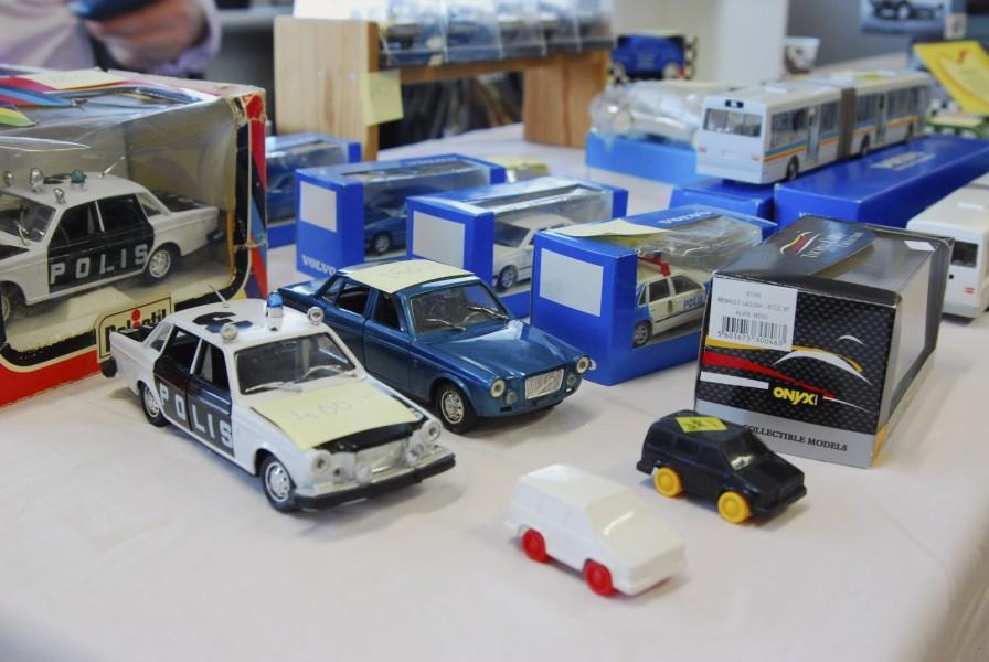 Torbjörn Agnevik verkar ha en ständigt pågående rensning av sitt förråd av modellbilar. Till glädje för andra medlemmar som kunde fylla på sina samlingar.