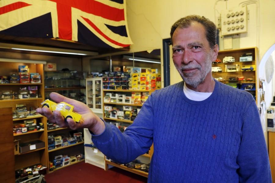 Eddie Andersson stänger snart sin butik på Odengatan i Stockholm.