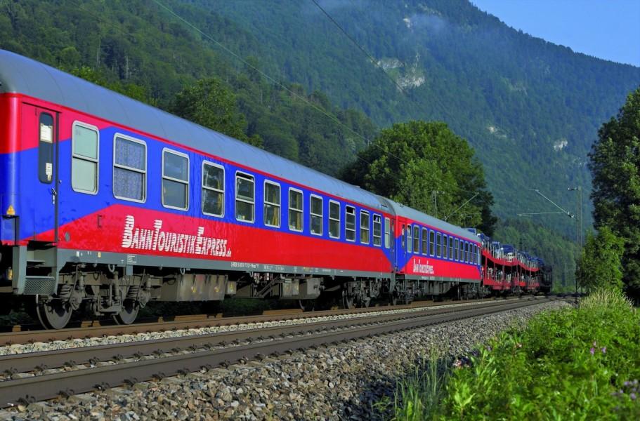 Privatägda Bahn Touristik Express har startat tåglinjer med biltåg sedan Deutsche Bahn lade ner sin trafik.