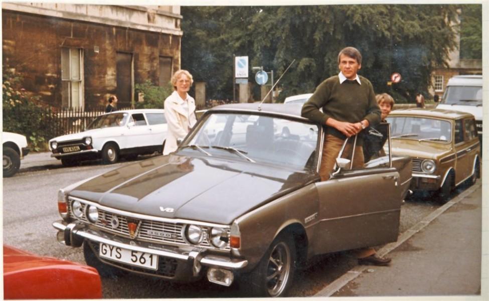 England 1982. Familjen Legelius är på semester med nyekiperade Rovern.