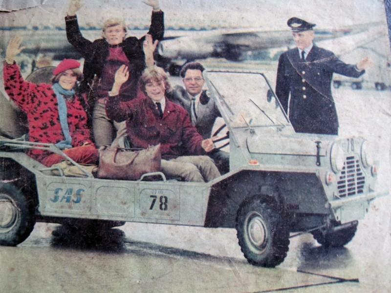 Bilarna på Kastrups flygplats verkar ha haft en något mindre glad kulör från början. Kanske har exemplaret på Danmarks Tekniska Museum fått en annan färg än den hade i originalskick.