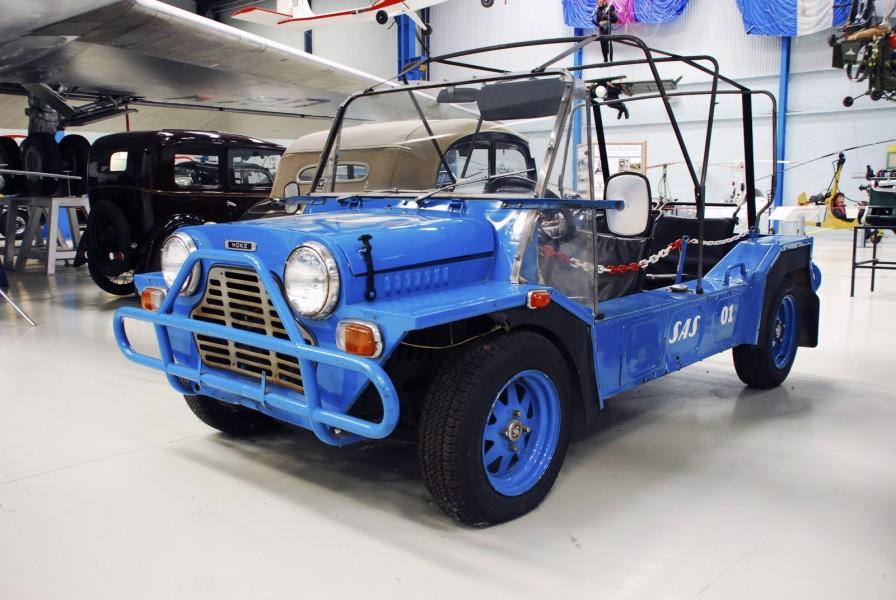 På Danmarks Tekniska Museum i Helsingör finns den här Mini Moken som använts på Kastrups flygplats i Köpenhamn.