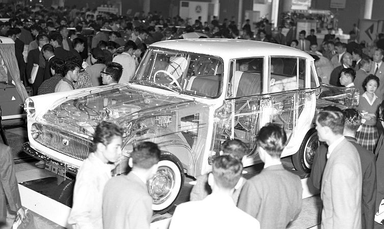 Toyota Corona genomskådad