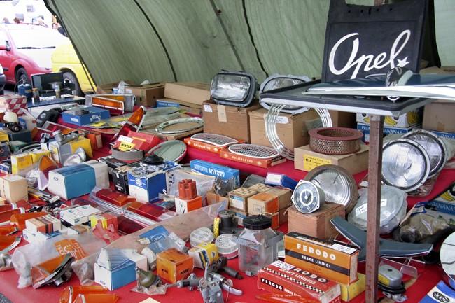 Töm garaget och garderoben på Skokloster!