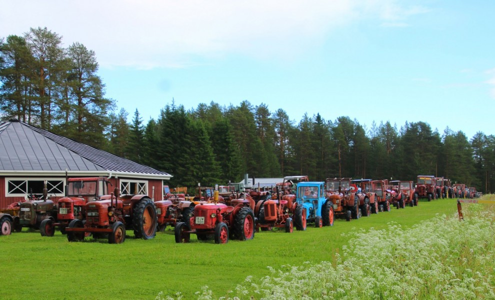 Traktorer i långa banor