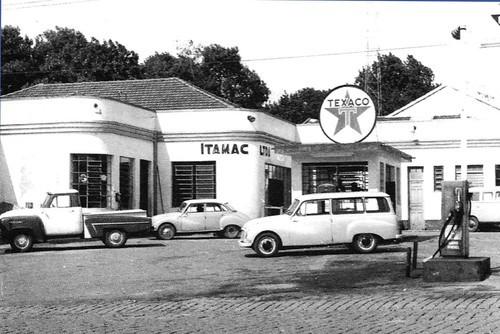 Samling vid pumpen 1963