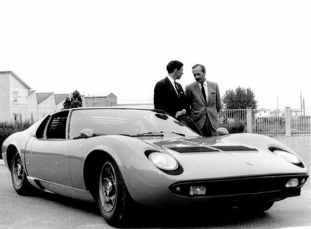 Colin och Clark tittar på bil 1966