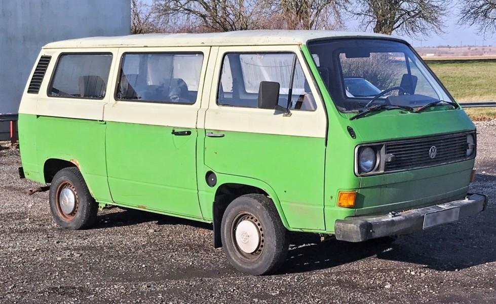 En tidig Volkswagen T3 med luftkylning är i toppskick värd mellan 120000 och 150000 kr. Renoveringsobjektet bedömdes vara avfall och fick inte exporteras.