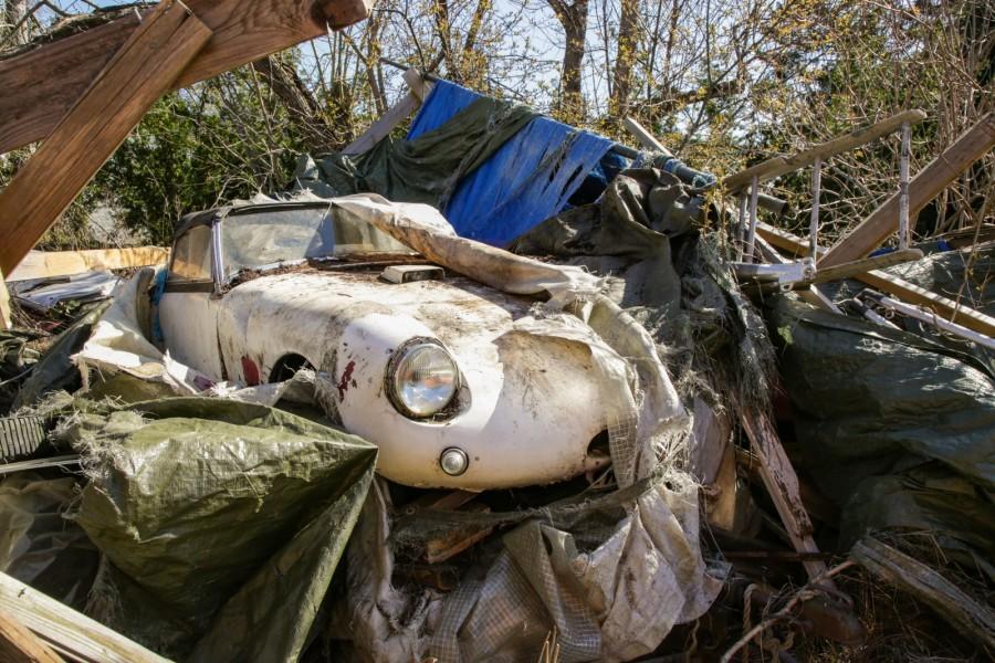 Gömd i trädgård: Engelsk sportbil!