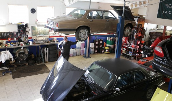 Tillbaka i verkstaden där den servats vid många tillfällen. Union Jack Motors i Täby.