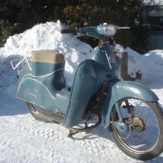 Victoria, Nicky 1956, Motor R50 med snor-start