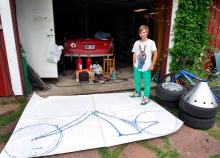 Tvåhjulsprojekten fördröjde sjösättningen av familjens båtbil ännu en säsong. Felix ritade choppern själv.