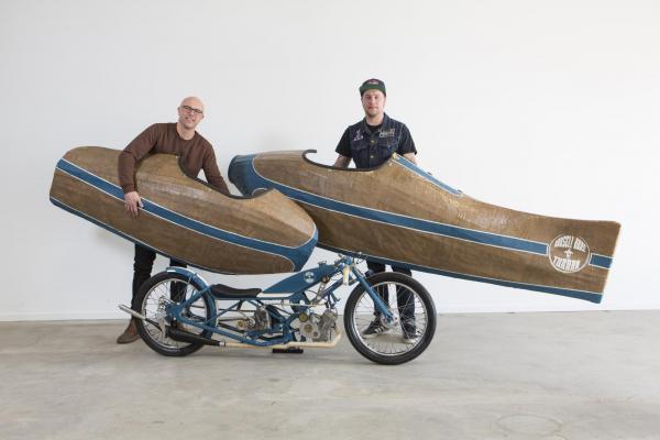 Henrik och Hampus Krussel med sin tredelade moped, den fantastiska Tunnan. Vinnare i Årets Kustomizer 2018. Grattis!