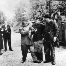 Bilden på Louis Armstrong på besök i Strängnäs 1952 var en av många intressanta upptäckter när Riksettans K.-spanare åkte hela den gamla Riksväg 6 mellan Södertälje och Göteborg. En resa som tog dem bland annat till Strängnäs, Eskilstuna, Örebro, Mariestad, Skara, Alingsås och Göteborg.