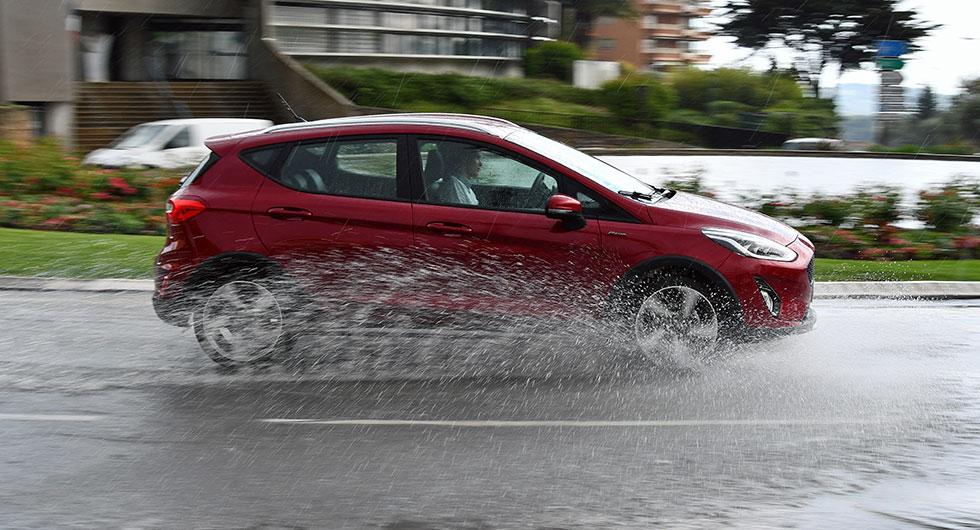 Ford Fiesta Active med terrängattribut.