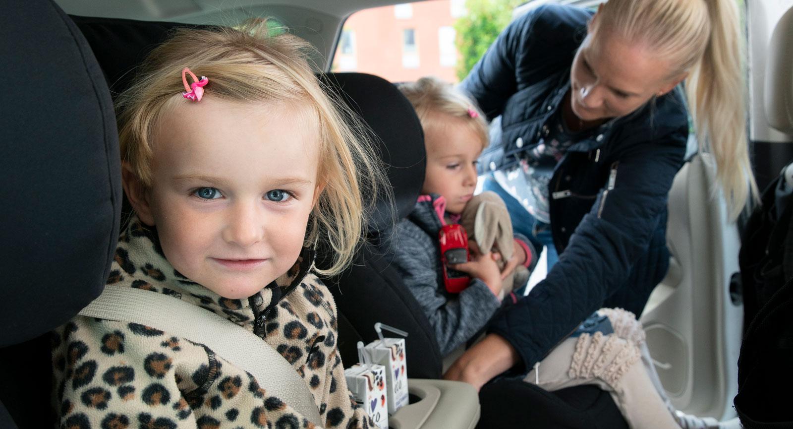 (Bild 1). Sidokrockkuddar bak ger skydd åt framåtvända barn – det finns dock bara i Opel Insignia.
