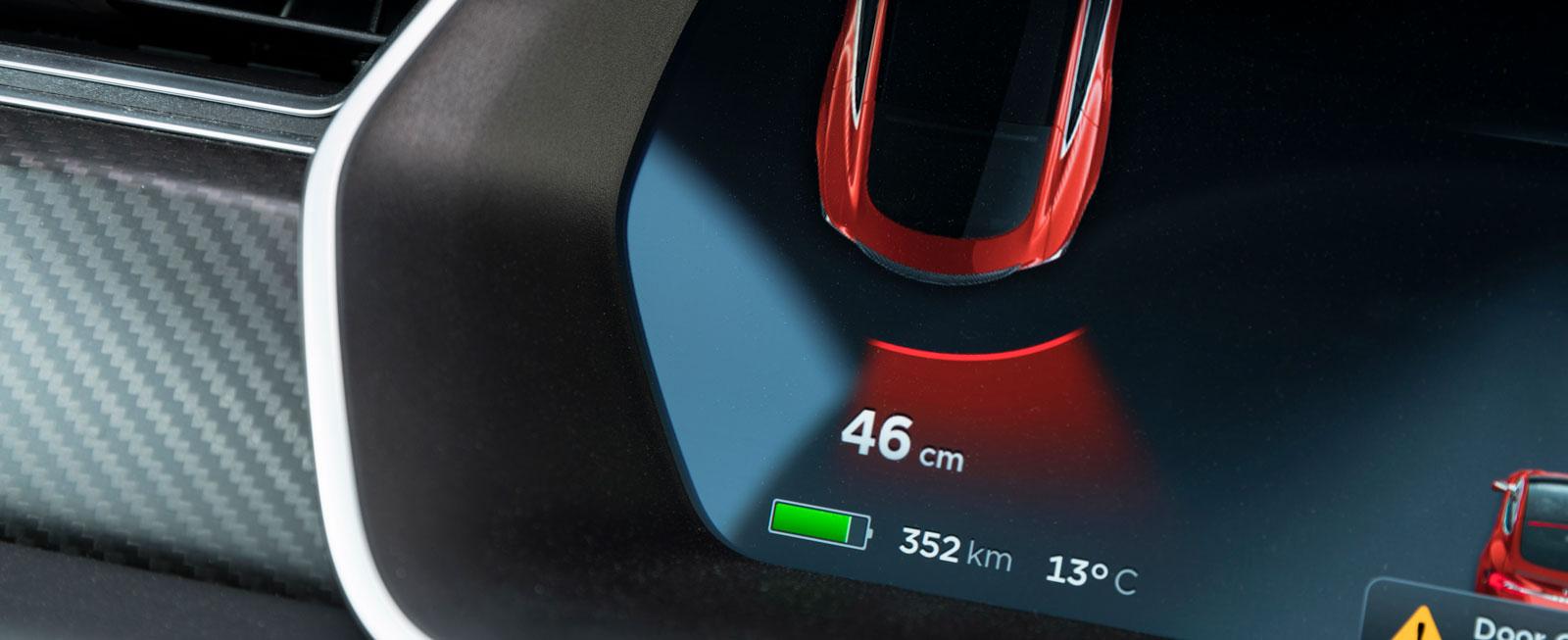 """På den stora pekskärmen kan man välja hur snabbt P90D ska accelerera. I läget """"insane"""" (galen) gör bilen 0–100 km/tim på 3,3 sekunder på bekostnad av kortare räckvidd."""