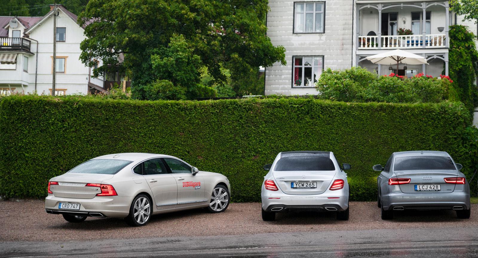 Tre premiumbilar på samma parkering. Volvo har länge försökt komma i fatt sina tyska konkurrenter. Med nya S90 har man nått ända fram.