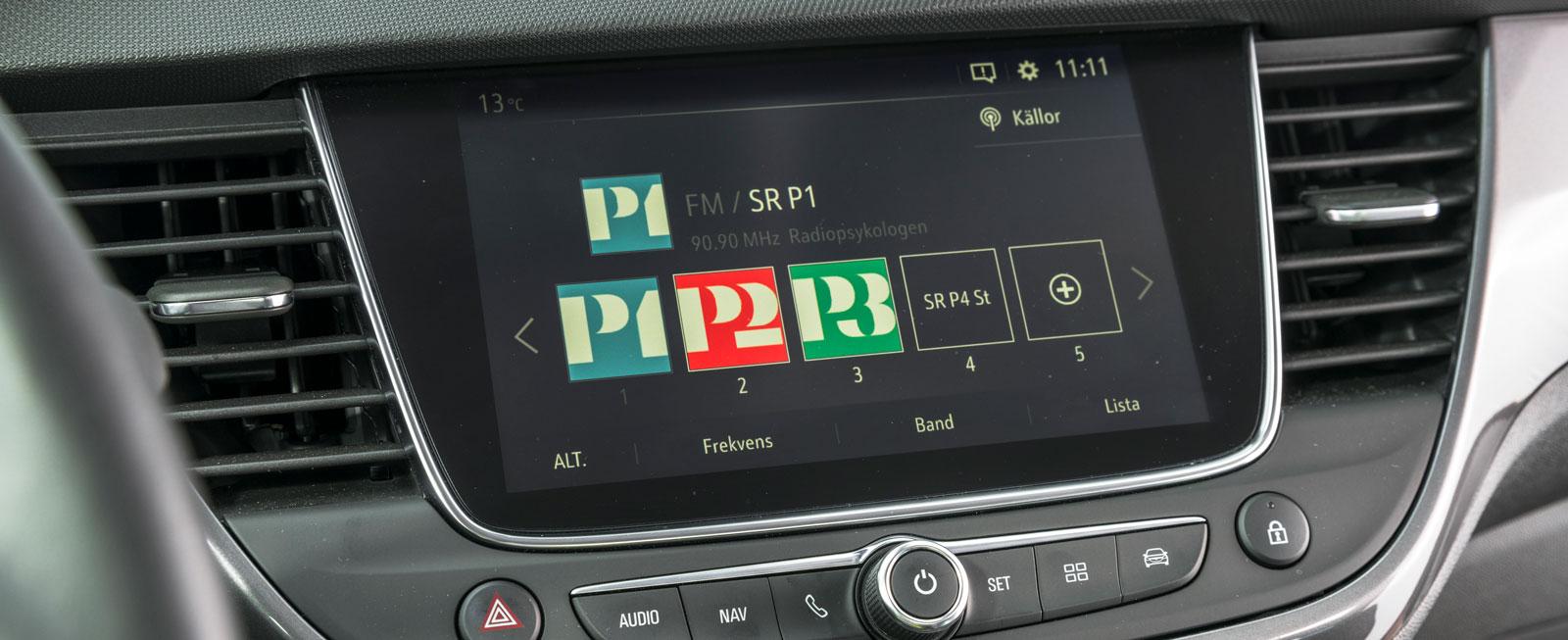 Opels mediesystem känns igen från PSA (Peugeot/Citroën) och är testets enklaste att använda. Plus för snabbknappar till flera vitala funktioner.