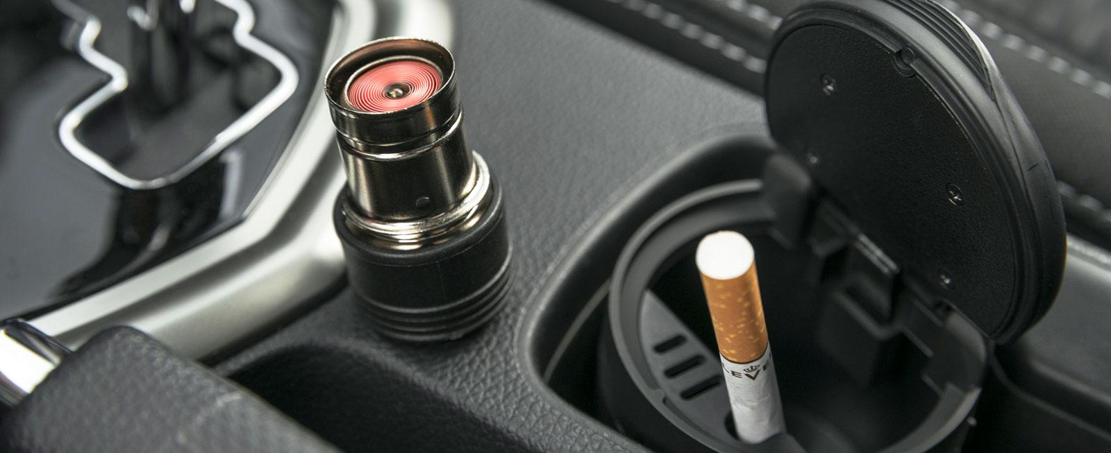 Cigarettändare med tillhörande askkopp var det länge sedan vi såg i en testbil. Men i Tivoli finns det...