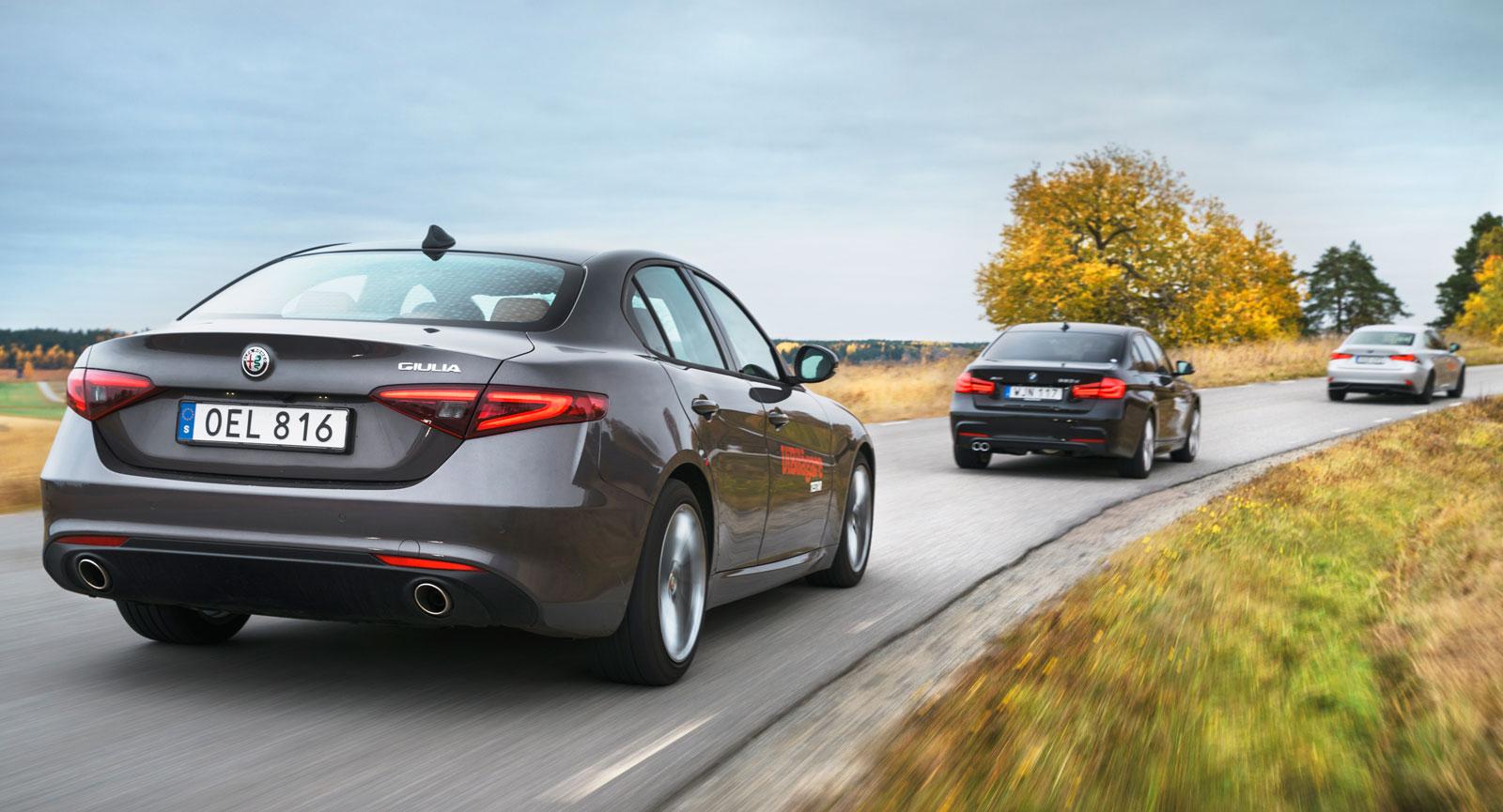Att BMW:s 3-serie är den här klassens riktkarl syns inte minst på konkurrenternas formgivning.