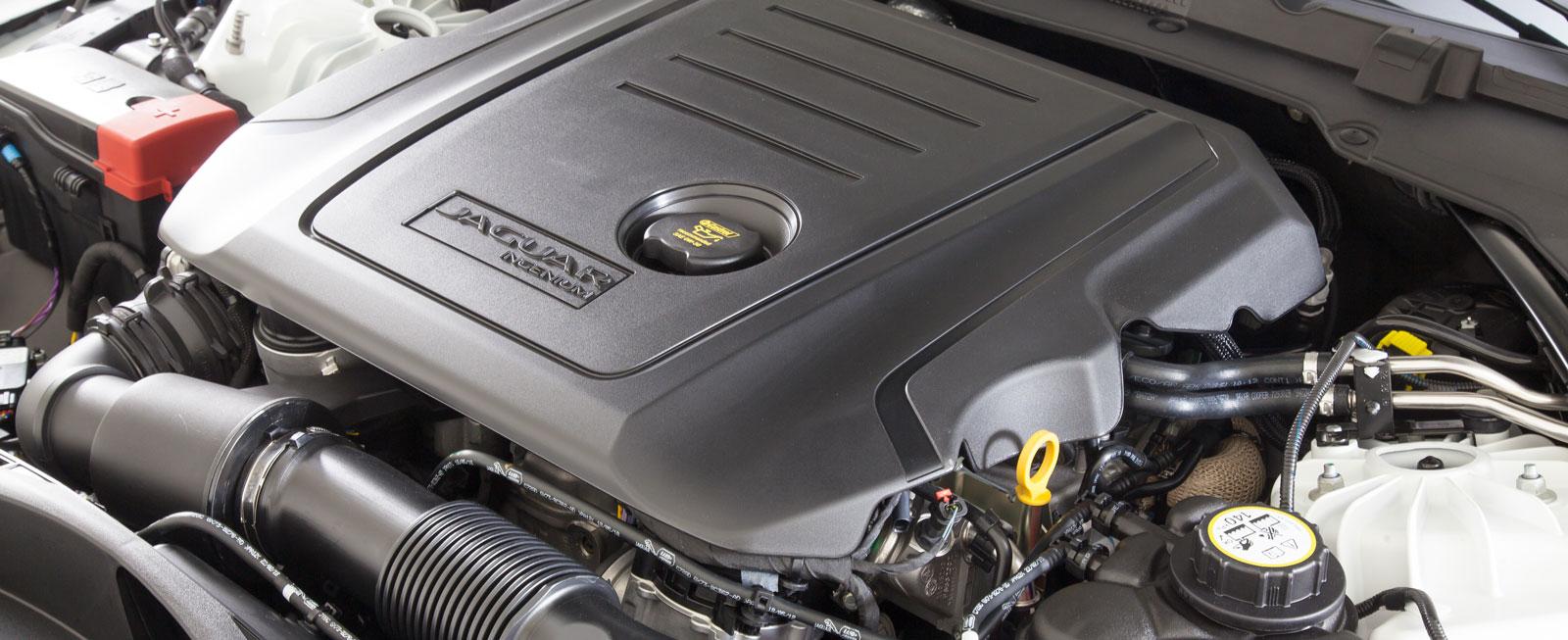 Stark och mjuk gång men jämförelsevis högt ljud från Jaguars tvålitersdiesel. Förbrukningen blev också högre än de tyska konkurrenternas.