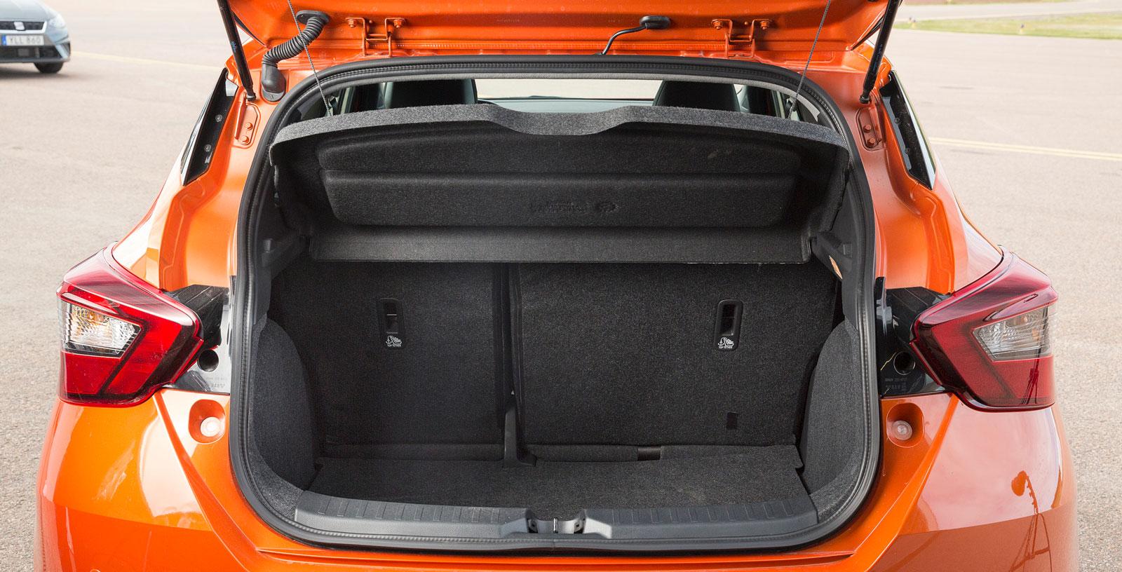 Micras bagage har en volym på 300 liter under hatthyllan. Det är mer än snittet för småbilsklassen. Allra tre testbilar har 60/40-delning av baksätet som standard.