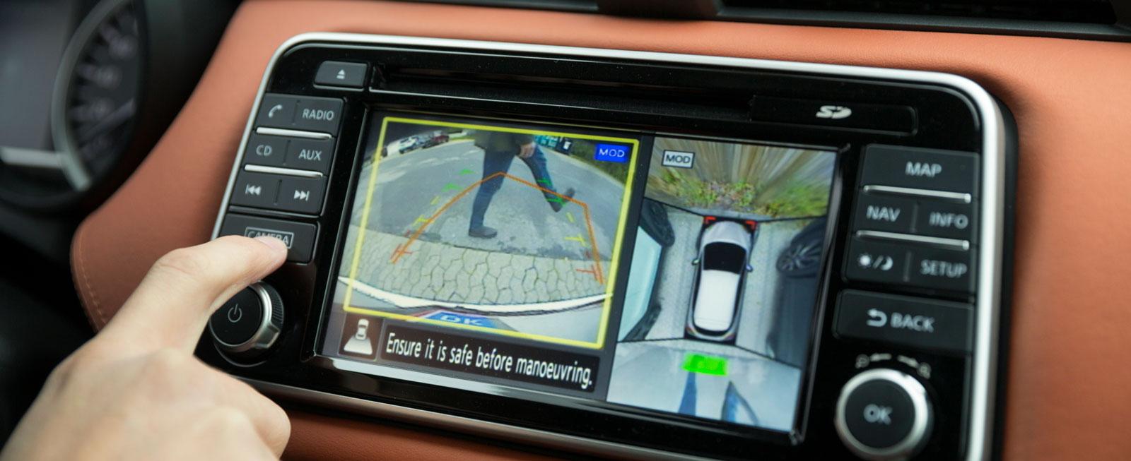 Från nivå Acenta ingår en sju tum stor pekskärm. Navigation ingår toppnivån Tekna. Väljer man 360-graderskamera ingår även dödavinkelvarnare.