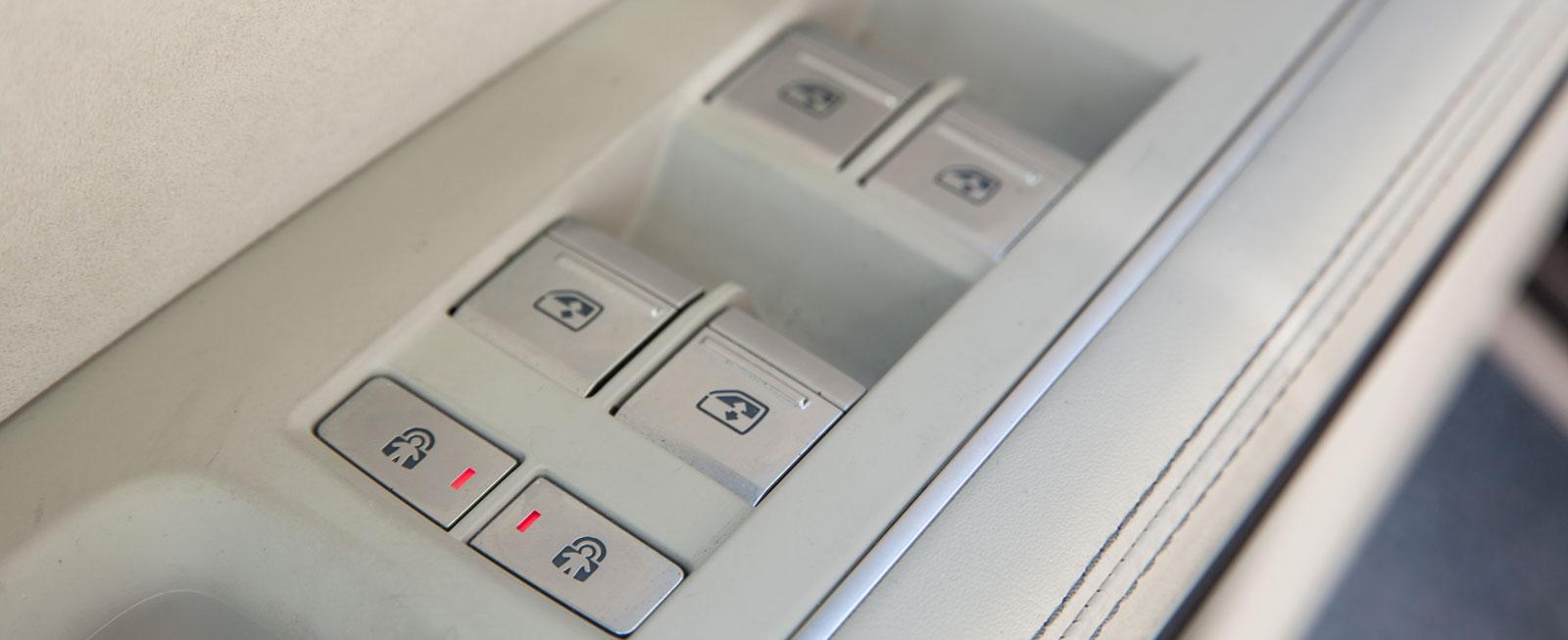 Den enda testbilen med elektriska barnsäkerhetslås är Audi A8.