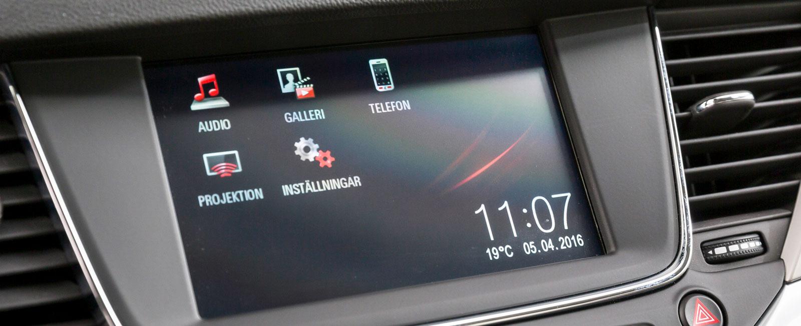 Opels mediesystem har en välplacerad skärm med tydlig grafik och många smarta funktioner. Lätt att sköta och med möjlighet till spegling av telefonen.