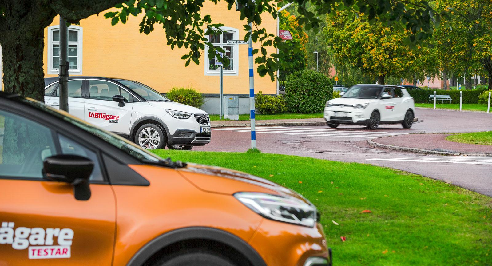 Två vita och en brun. SsangYong, Opel och Renault samlade för att göra upp om vilken som är den bästa kompakta crossovern.