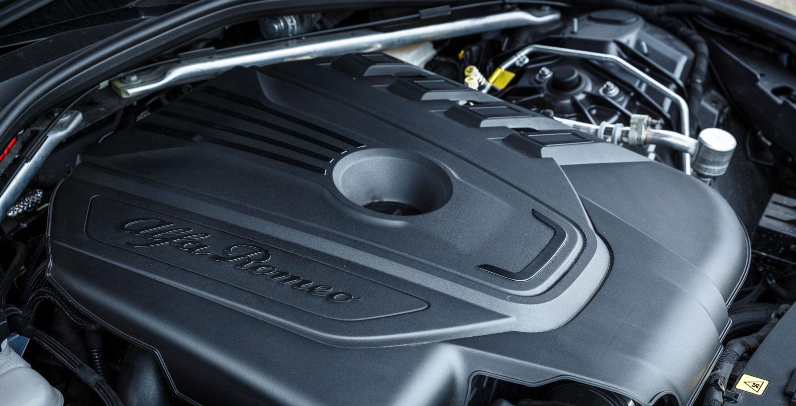 Dieselmaskinen på 180 hk har mycket stark karaktär och är snål på dropparna. Den manuella lådans utväxling är dock så hög att det kan vara svårt att köra smidigt i stan.